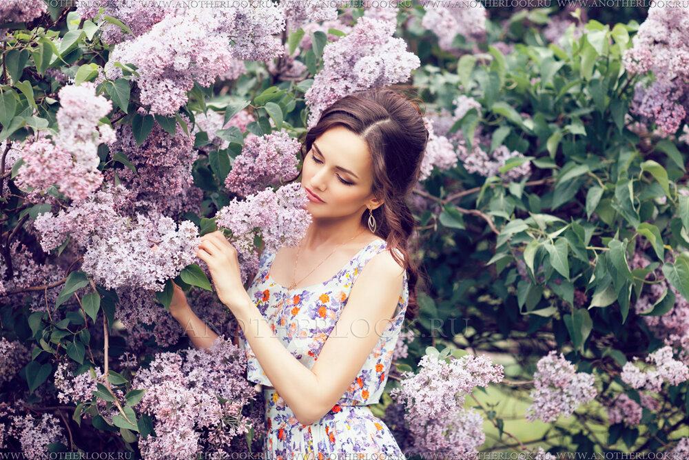 для душа фотосессия в цветущем саду с книгой сверху