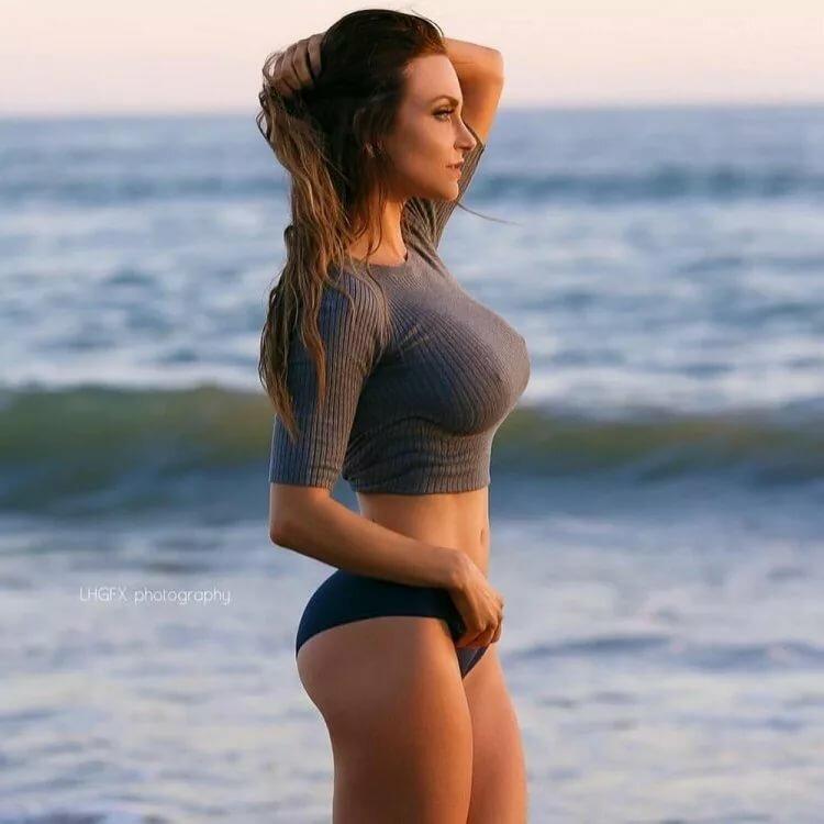 Порно потрясающие формы у девушки