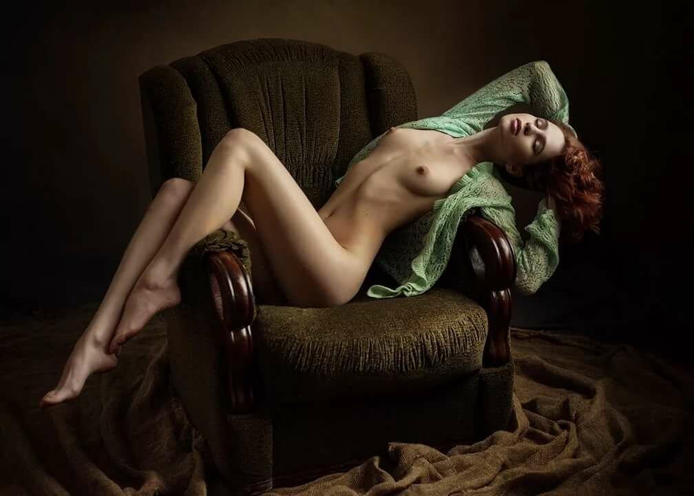 Клип в натуре обнаженная модель, пышные дамы голые
