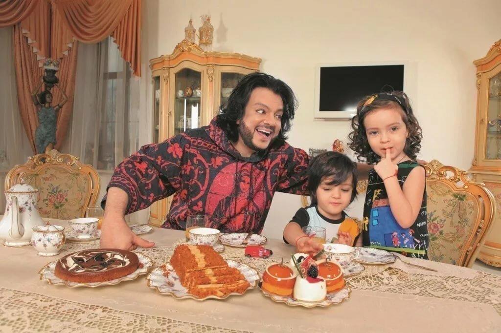 знак зодиака киркоров дома с семьей фото живородящие