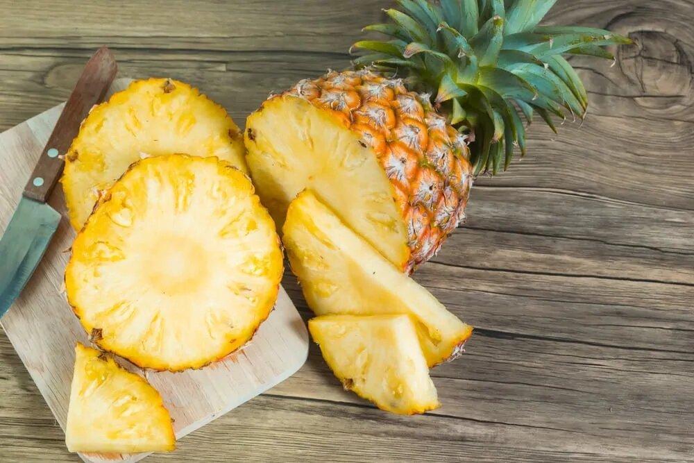 Вкусный сочный ананас