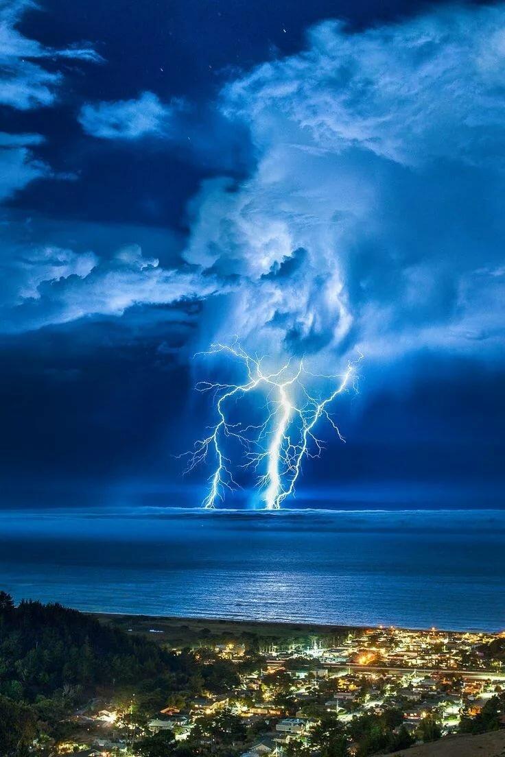 картинки молнии и грозы на телефон направлением нашей