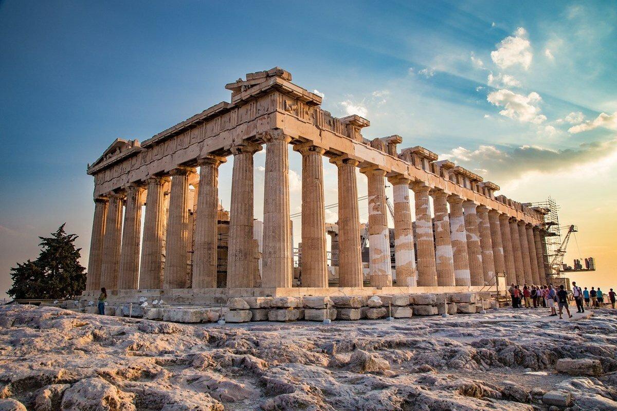 Парфенон — главный храм Афины в городе, названном в ее честь.