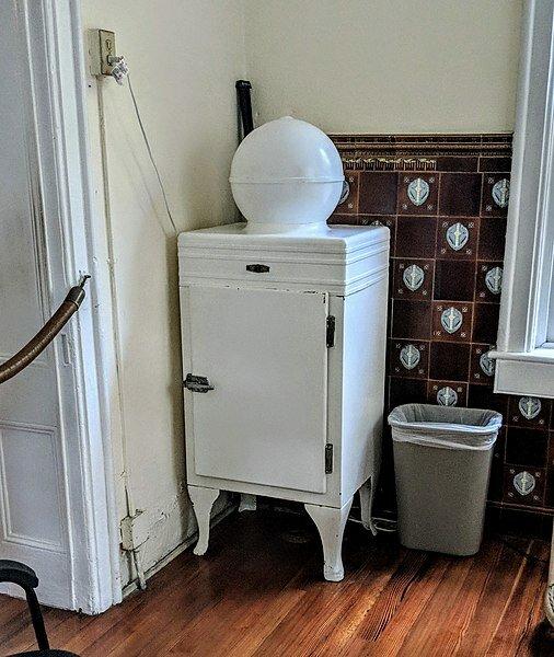 8 августа 1899 года американский изобретатель Альберт Маршалл запатентовал холодильник