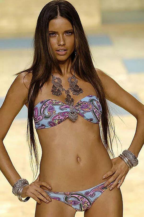 Bikini show slid