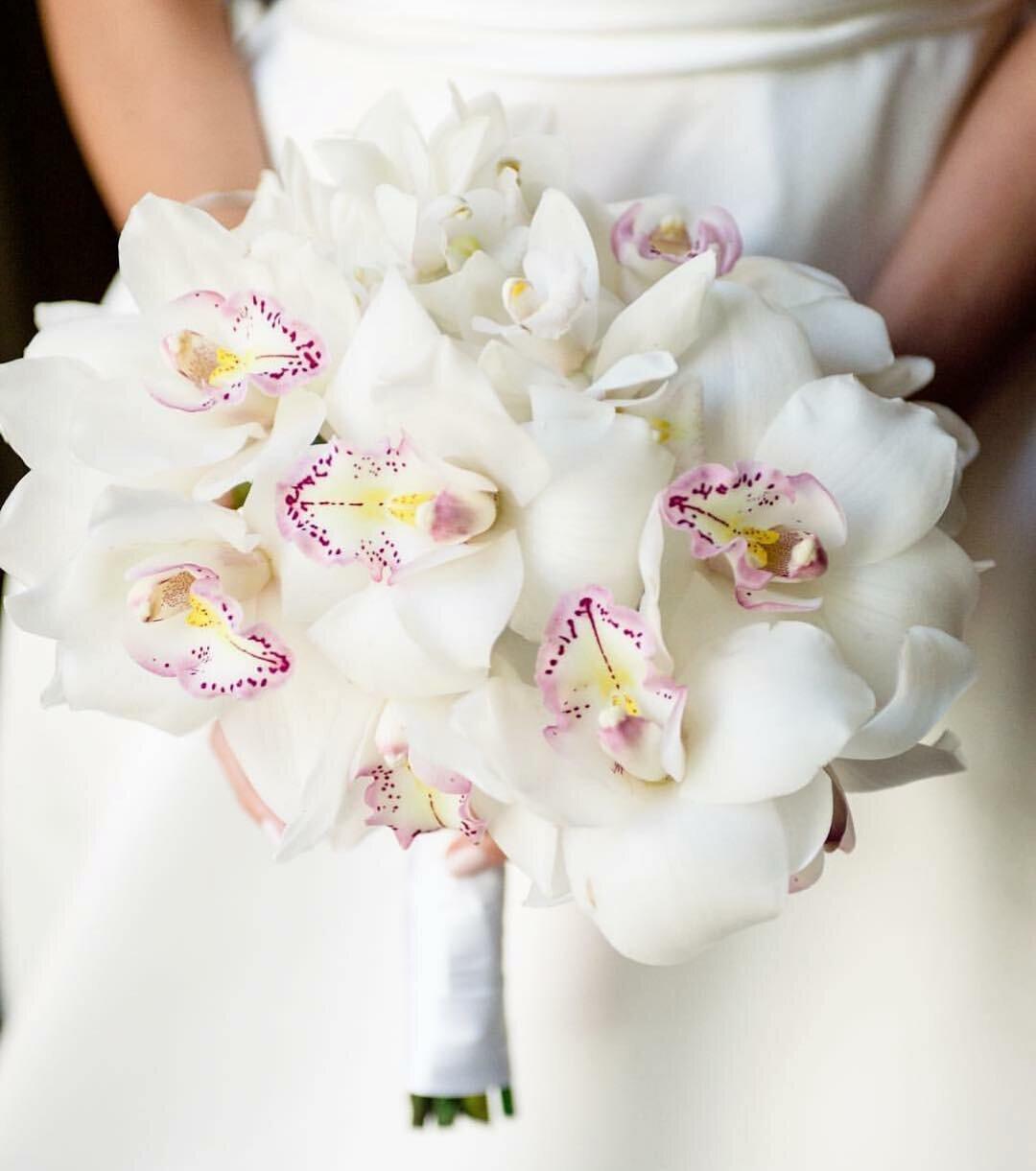 Подарки марта, экстрима и орхидея свадебный букет заказать