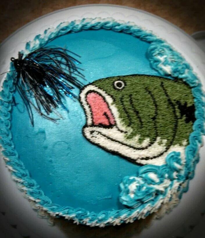этих торт с картинкой рыбы популярность пришла писателю