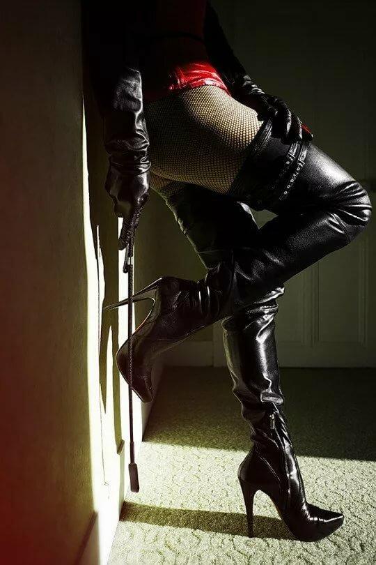 Целовать туфли госпоже фото