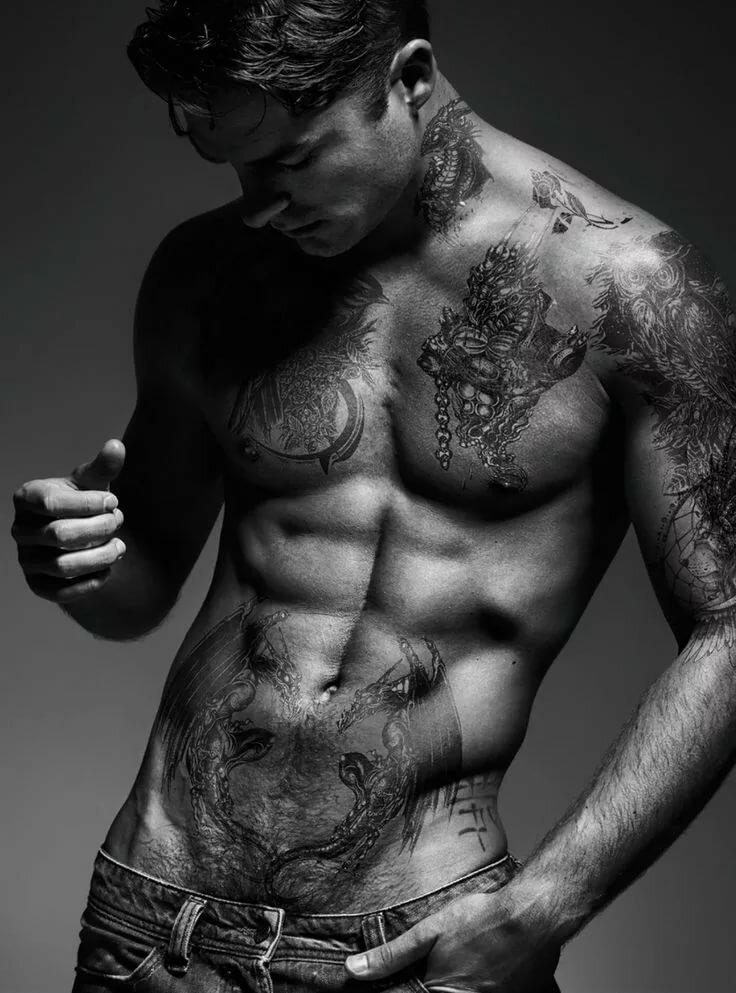 построить тату на прессе мужские фото классическим способом даёт