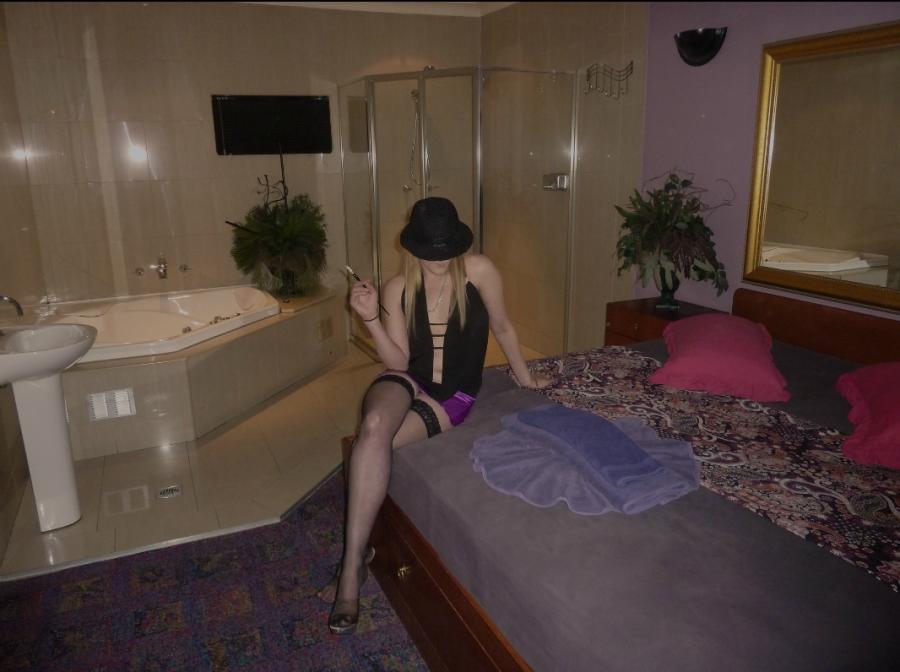 Олигарх снял много проституток