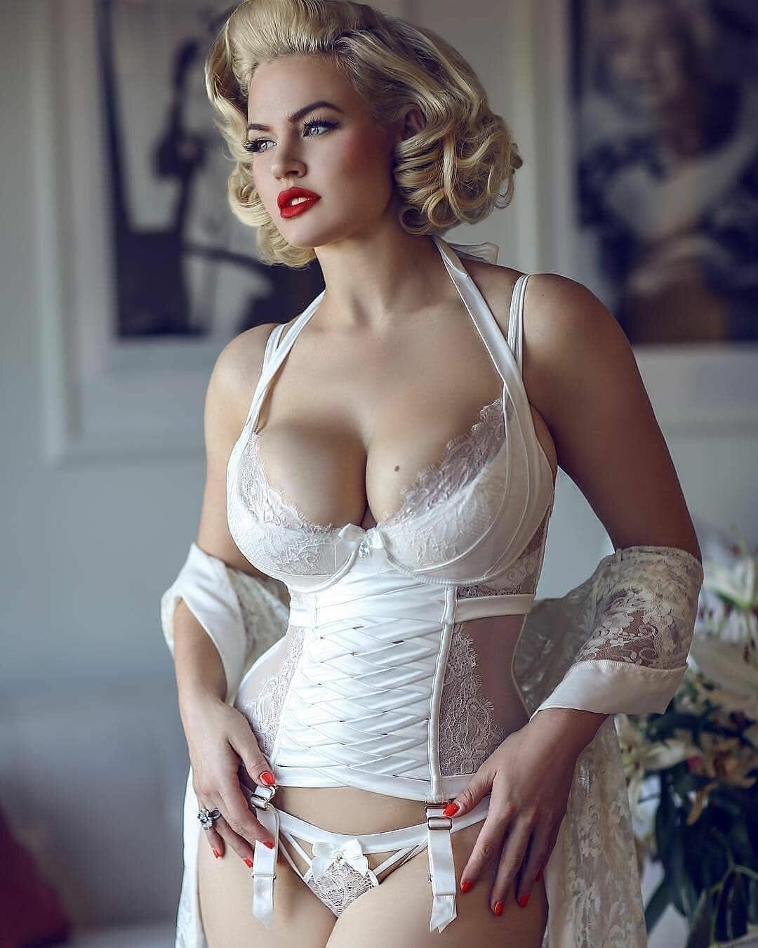 Фильм бердникова ретро фото красивая голая в нижнем белье между