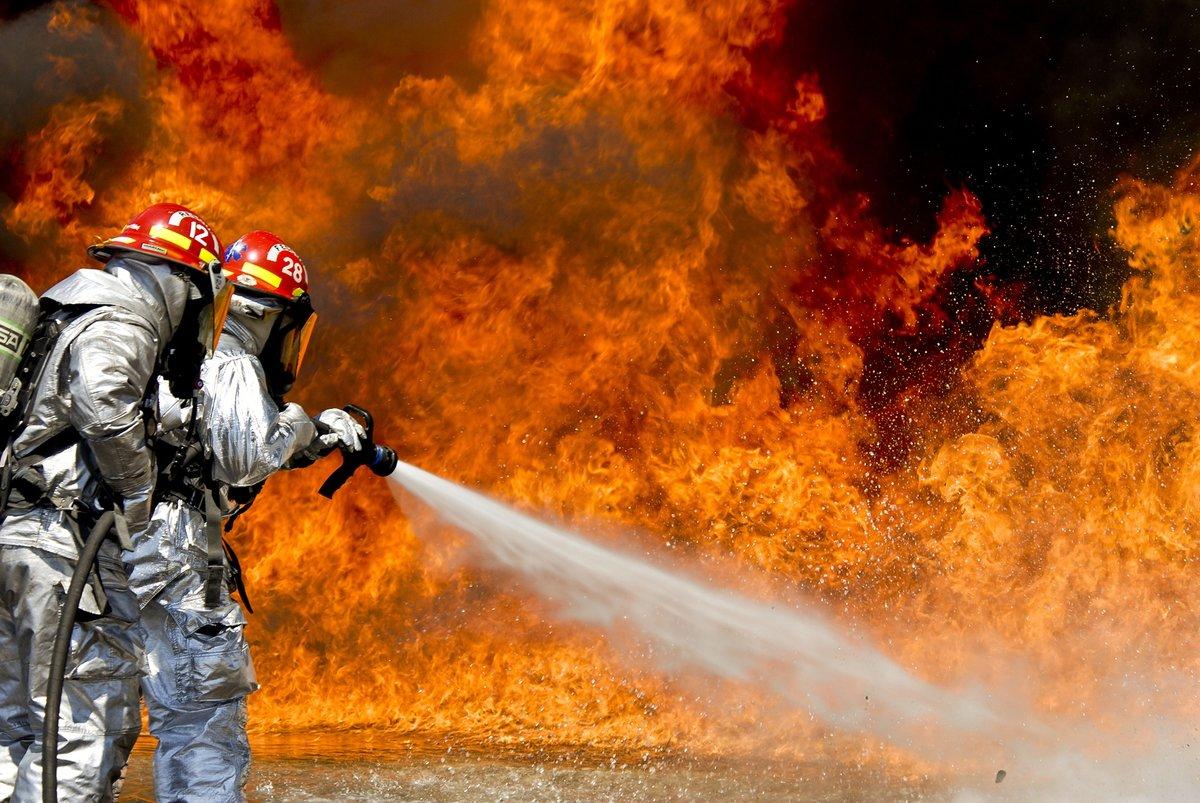 Своими, крутые картинки с пожарными