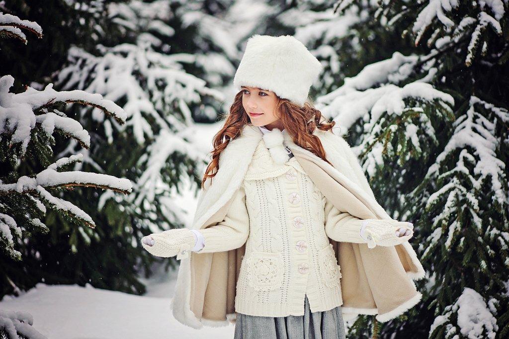 Фото девушка в зимнем лесу будет