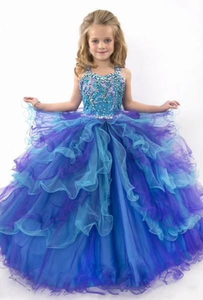 красивый пример платья для девочки на выпускной из сада