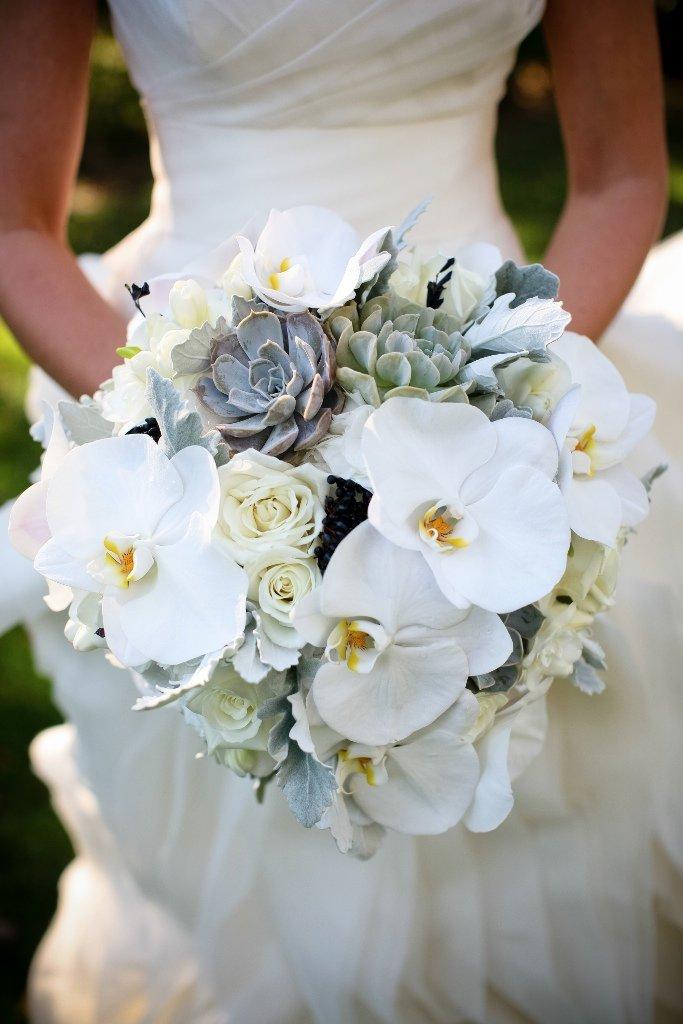 Нестандартные букет невесты из орхидеями фото