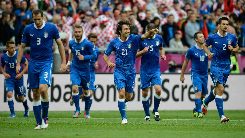 Сборная италии по футболу на чемпионате европы состав сборной команды, турнирное положение, статистика, календарь евро, результаты, новости, мнения болельщиков, фото.