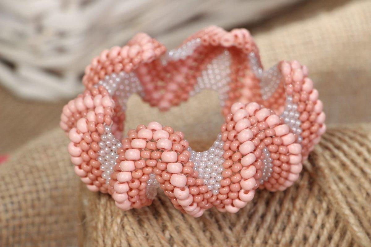 Необычный браслет из бисера