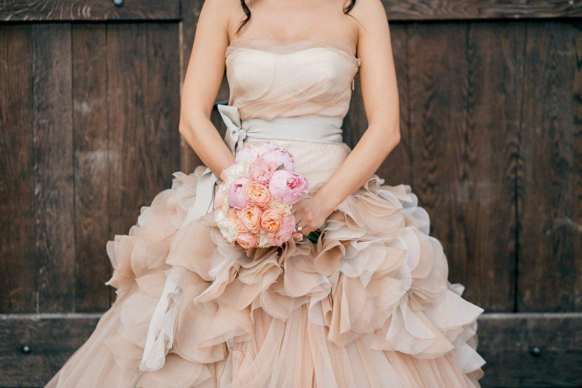 Букеты, какой букет подойдет к бежевому платью невесты