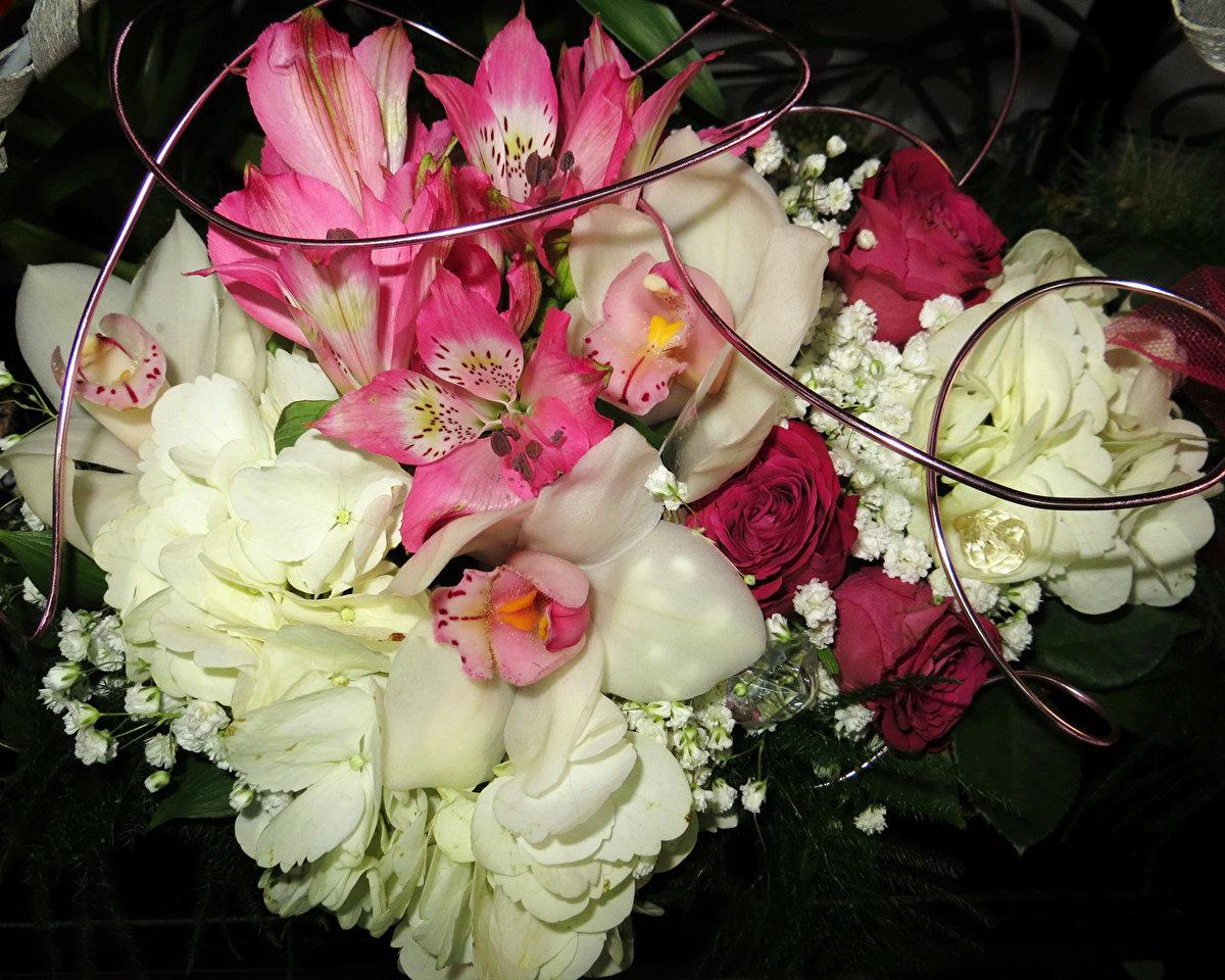 ваша фото красивых букетов цветов сохранить область груди максимально