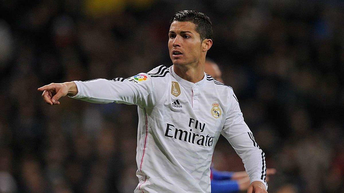 На картинке изображен футболист