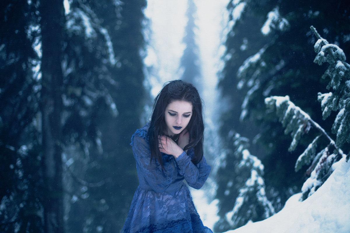 Фото девушка в зимнем лесу