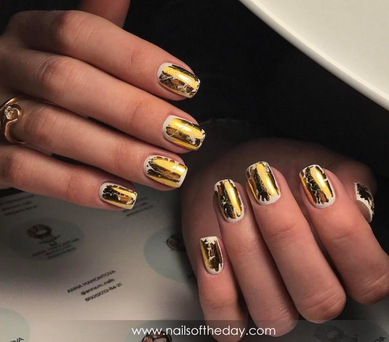 Золотая фольга для ногтей 24