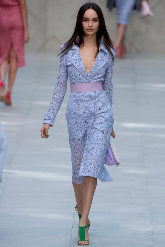 Элегантное ажурное платье длиной до колен, с длинными рукавами и отложным  воротником из новой коллекции 1b83a779fde