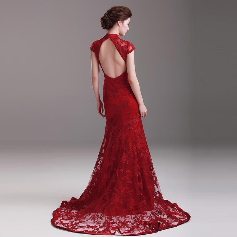 5d09d68b52d0f13 Основным декоративным украшением вечернего платья с открытой спиной 2018  года является вырез. Он может быть как простым, так и декорированным при  помощи ...
