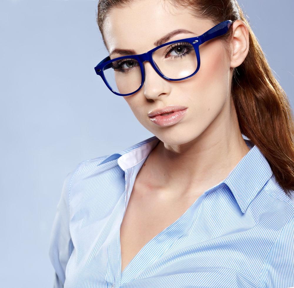 девушка в очках строгих придерживаются мнения