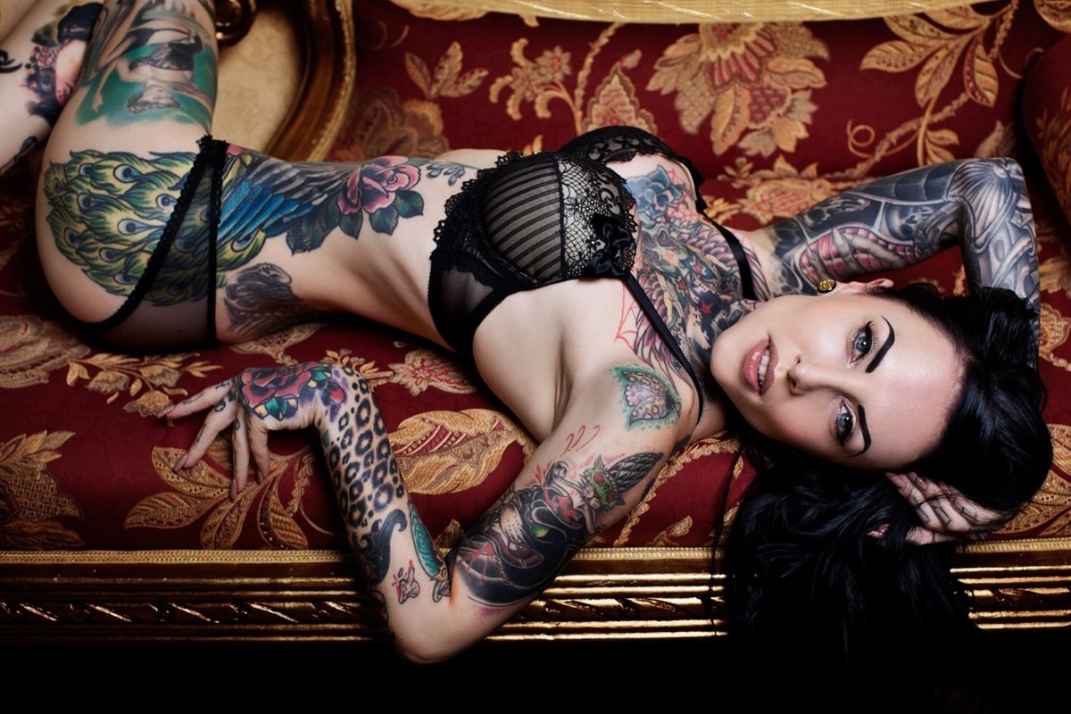 full-hd-naked-tattoo-girl