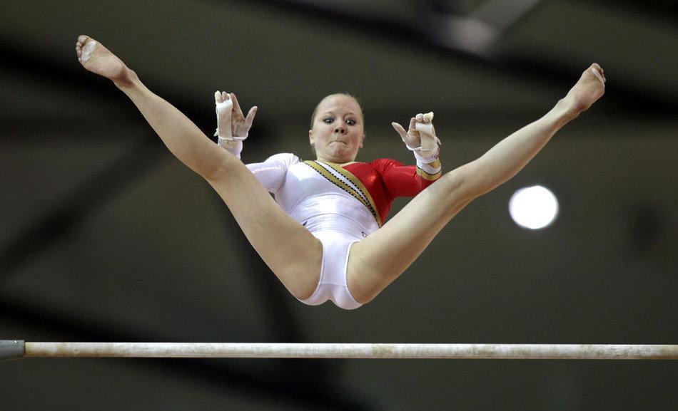 Грудастая гимнастка видео понятно