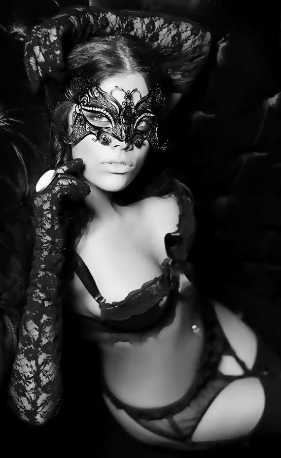 эротичные фото девушек в масках