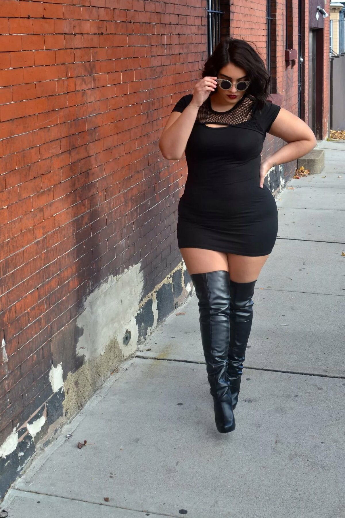 Chubby girls in high heels — img 8