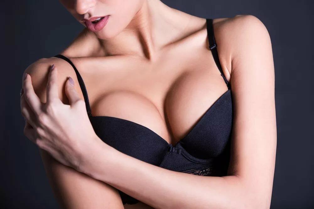 картинки с женским бюстом