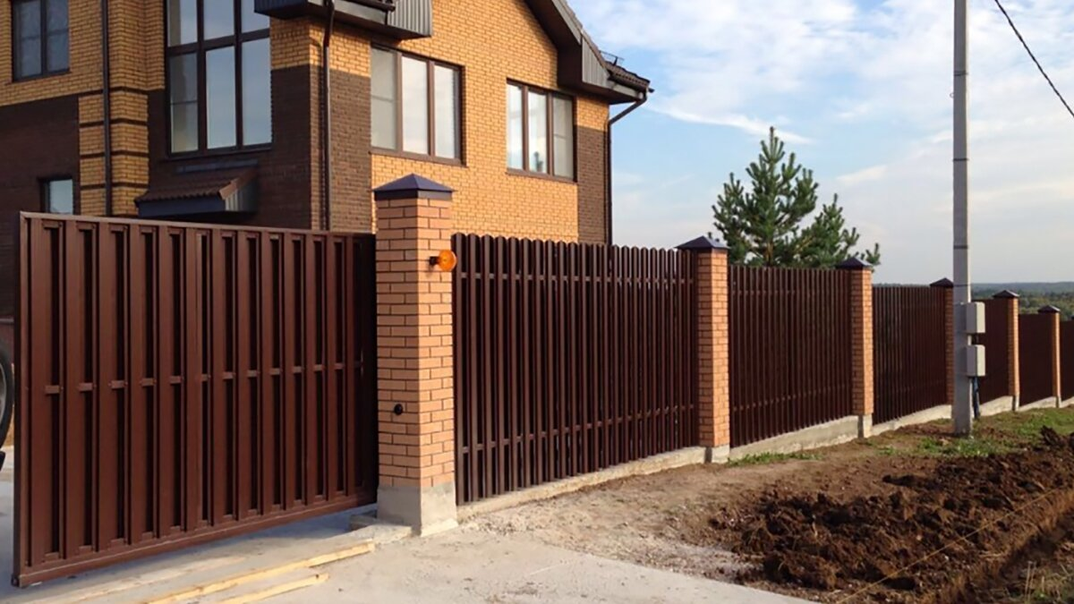 забор с кирпичными столбами фото духе своих