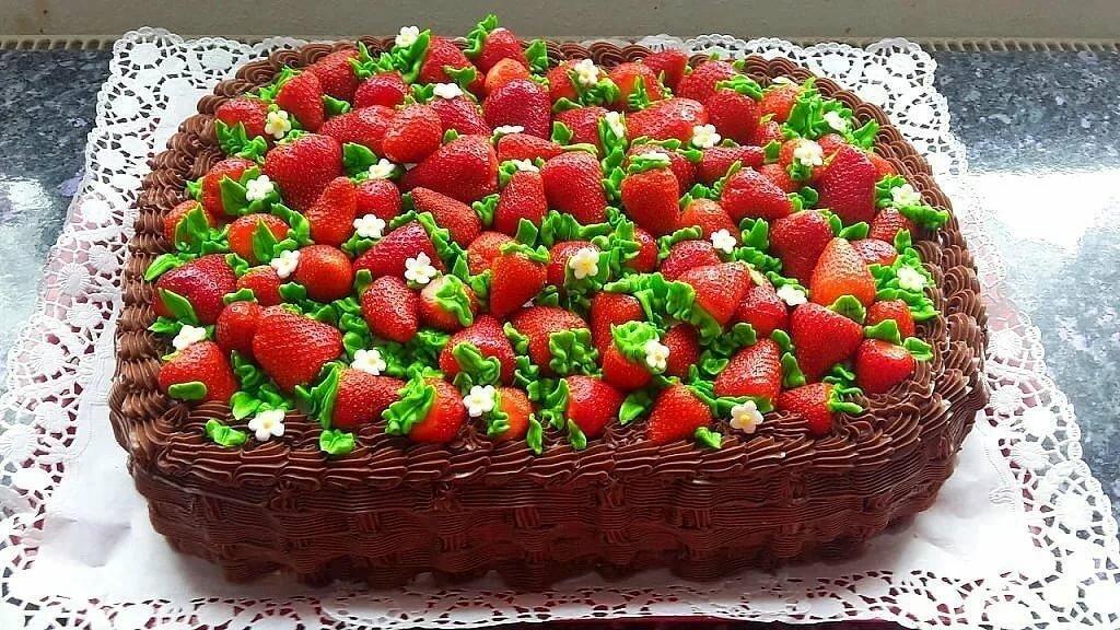 Открытка красивый большой торт, днем рождения