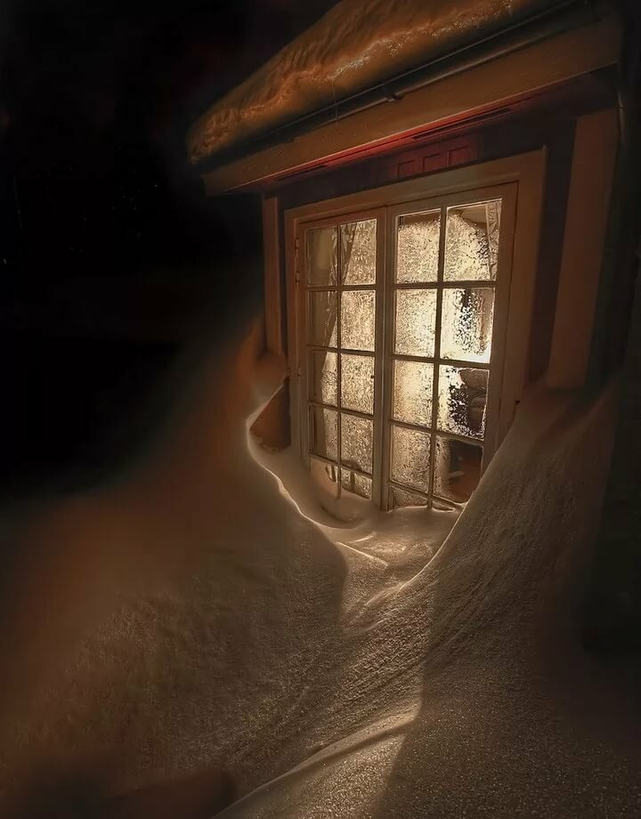Картинка окно и свет в нем