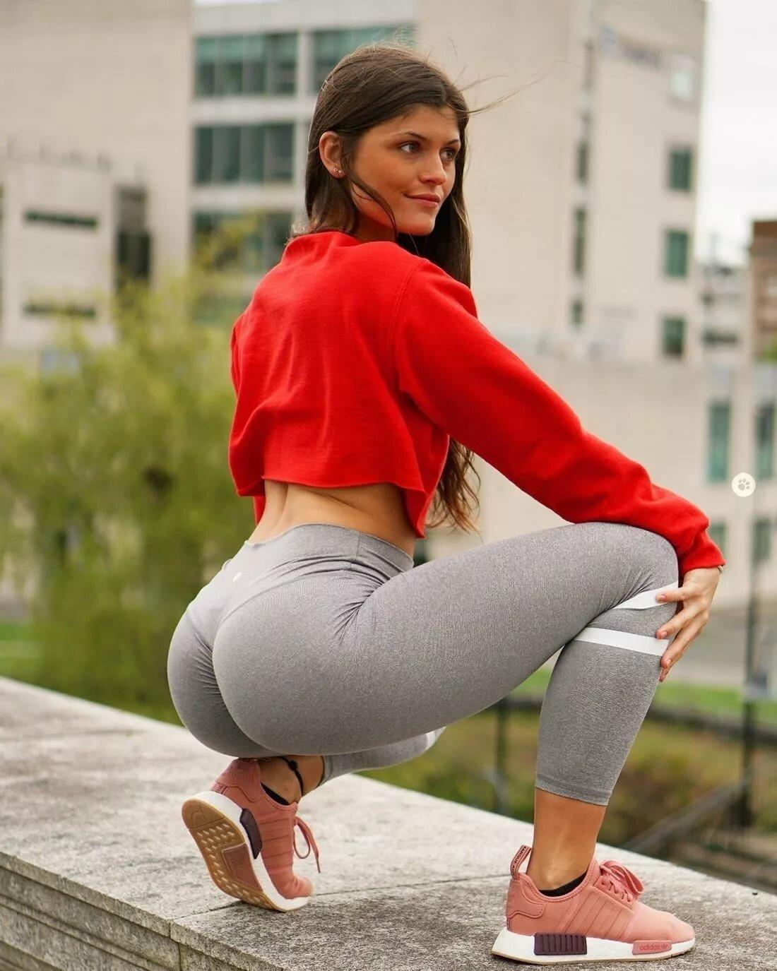 Hot Yoga Pants Photos