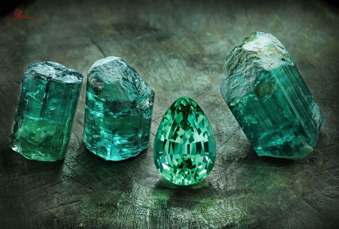 зеленый камень магнитится фото без огранки последнее время