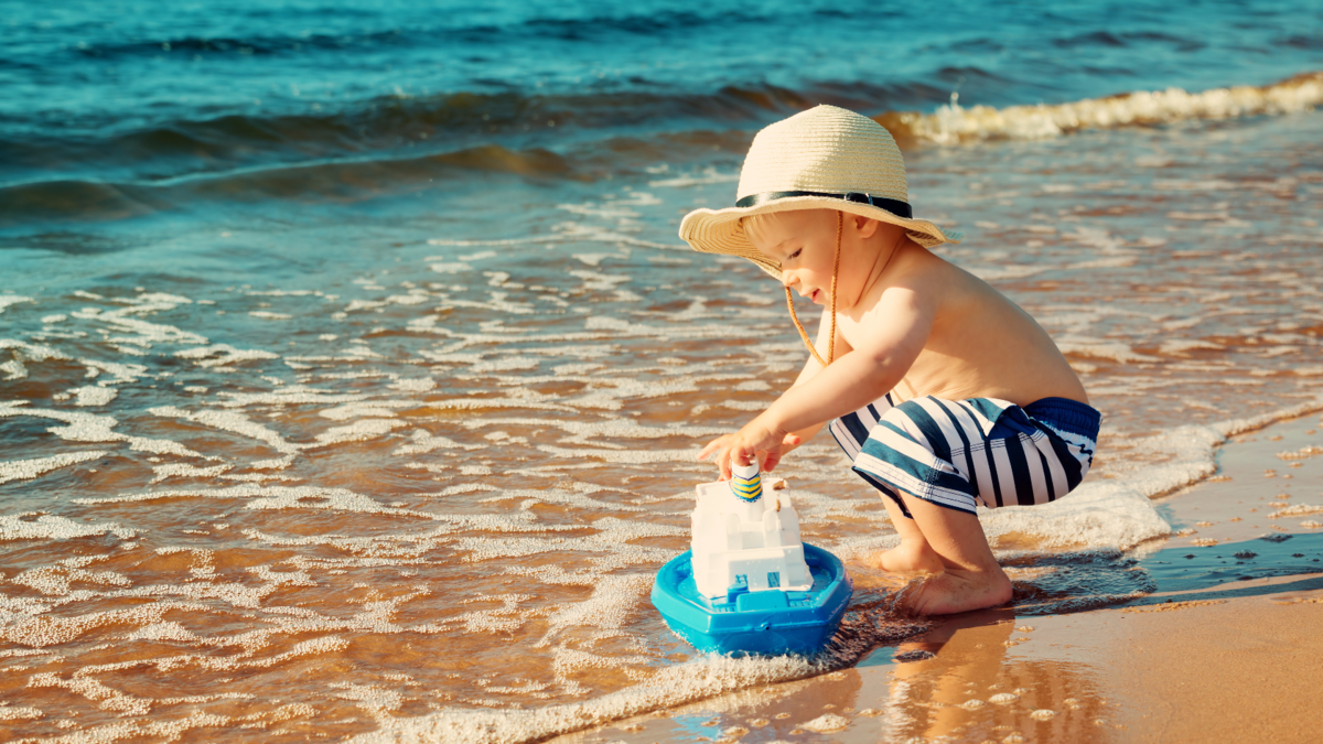 Картинка детки на море