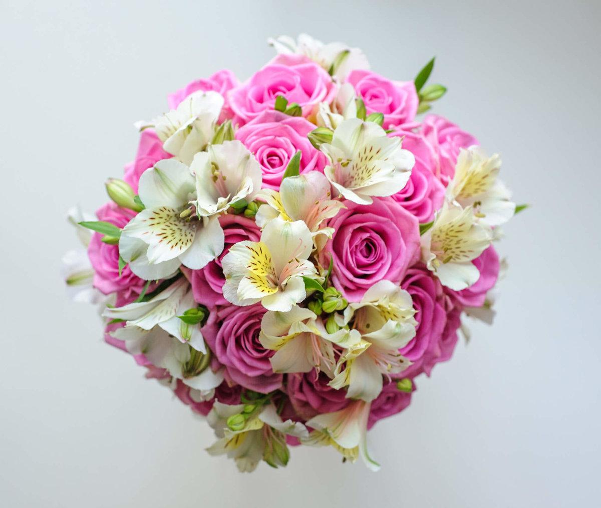 Цветов, свадебный букет из розы и альстромерии