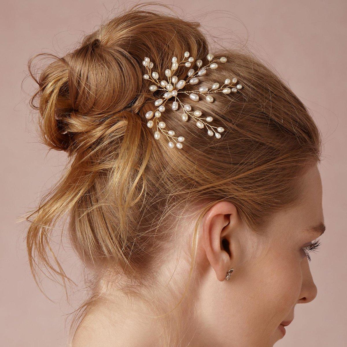 этом прически с украшениями для волос картинки известен своим необычным