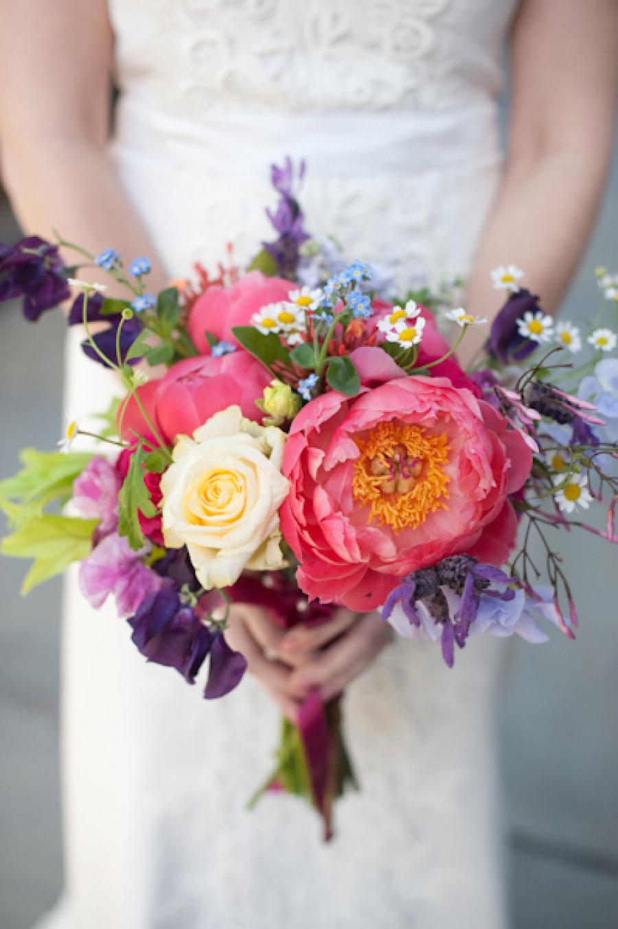 Необычный яркий букет невесты, дендробиума фото букет