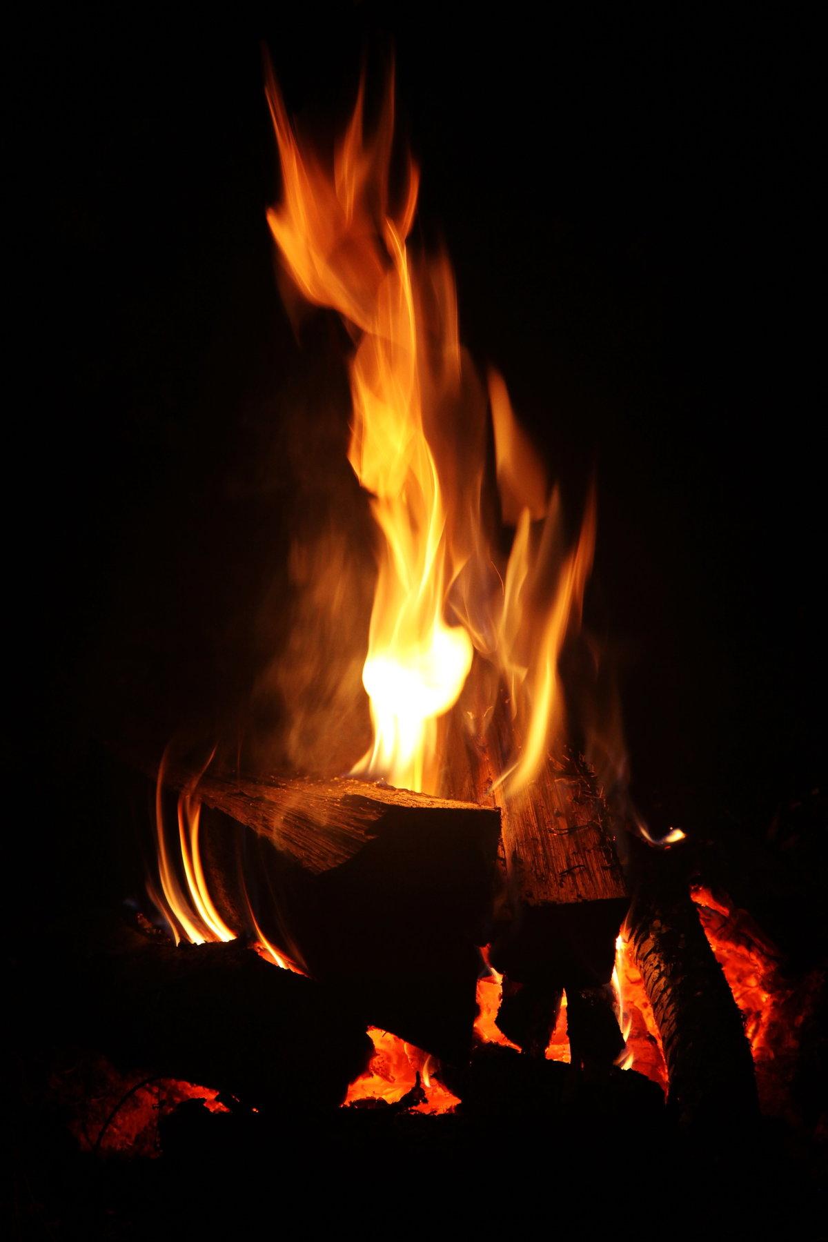 живая открытка огонь туман травы