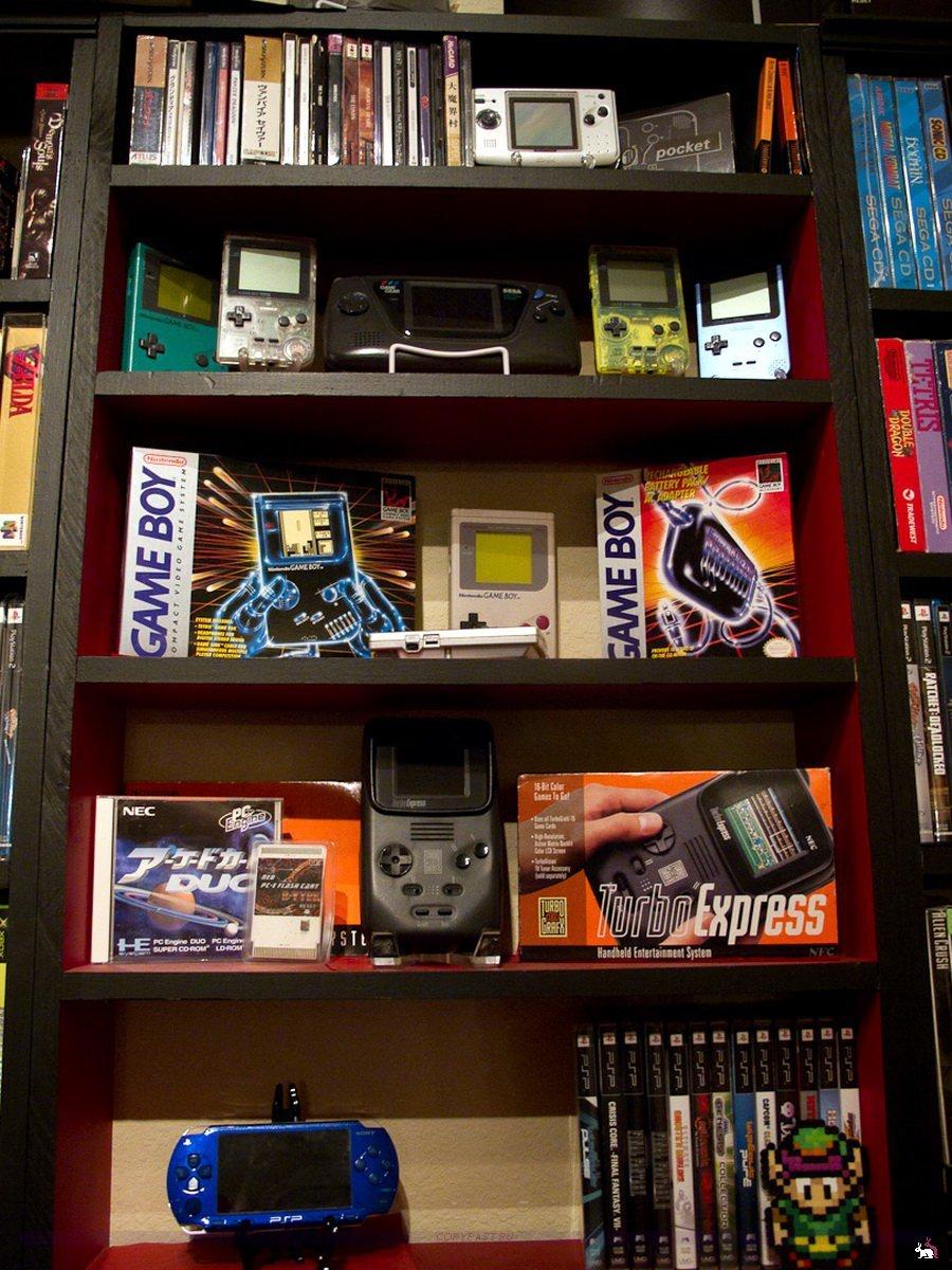 диване парнем коллекция игр на компьютер время