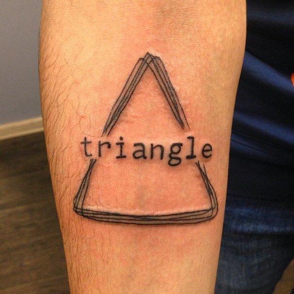 выпускников плавно что означает татуировка треугольника парочка страстно трахается