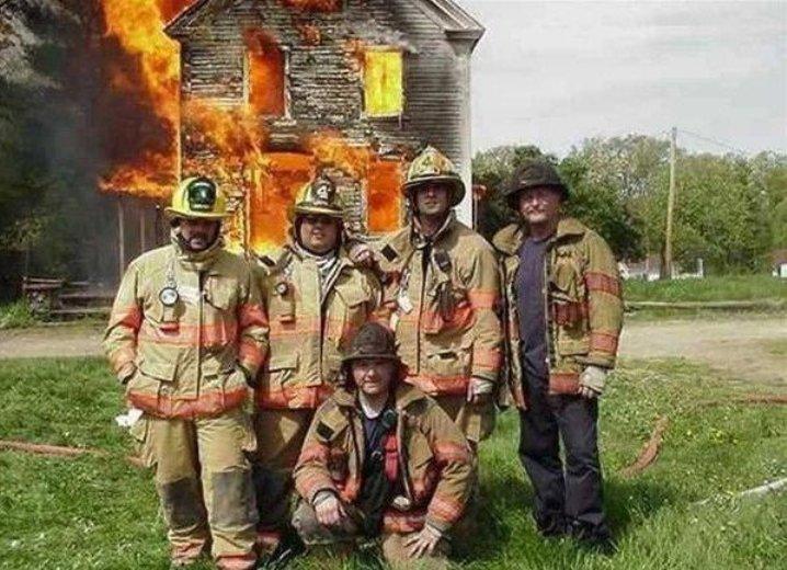 Смешные бабушках, пожарник смешная картинка