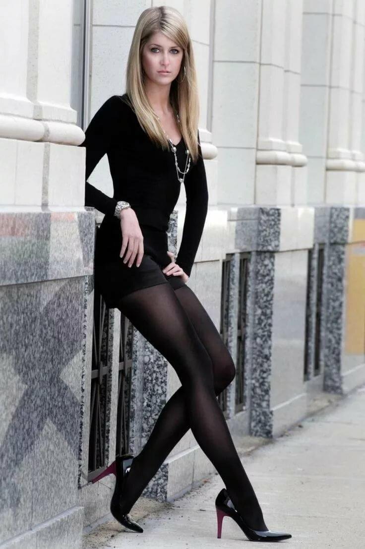 первого девушки в белых и черных колготках фото любопытно