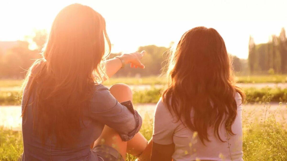 Для девочки, картинки мама и дочь со спины