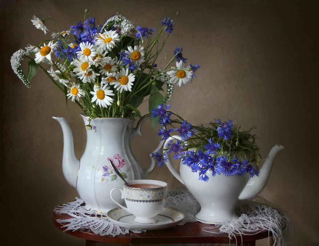 картинки цветы в вазе васильки с ромашками